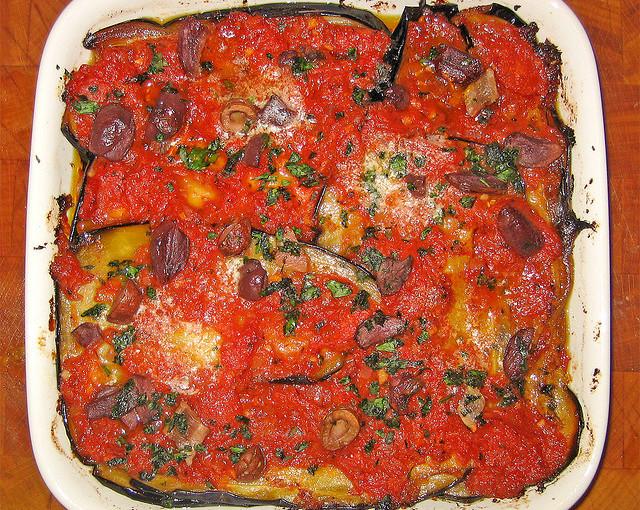 Włoskie potrawy i lokalne mięso sezonowane